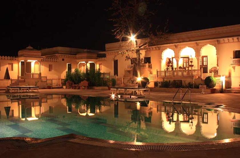Amar mahal   orchaa inde   piscine de nuit slideshow