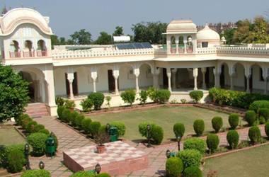Amar mahal   orchha inde  exterior listing