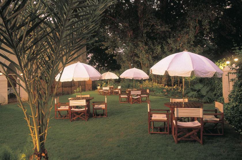 Oberoi maidens   delhi inde   jardin   terrasse slideshow