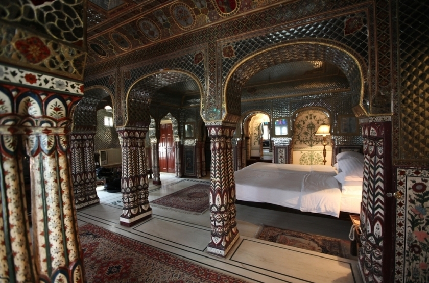 Samode haveli   jaipur inde   sheeh mahal suite slideshow