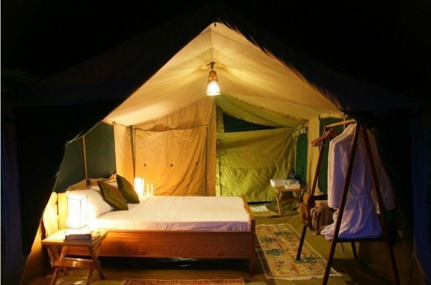 Kuhama camp   serengeti   interieur tente slideshow