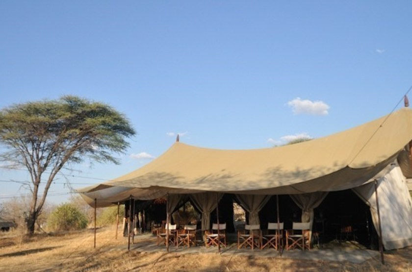 Kwihala tented camp   ruhala   exterieur restaurant slideshow
