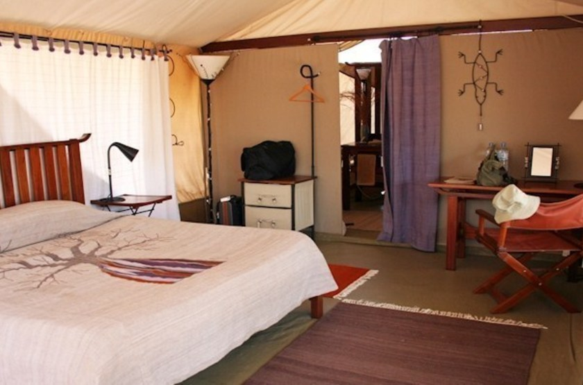 Kwihala tented camp   ruhala   interieur tente2 slideshow