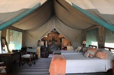 Mwagusi camp   ruaha   interieur tente listing
