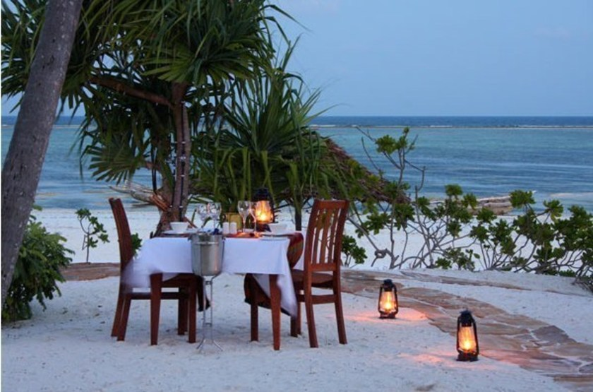 Azanzi beach resort   diner romantique slideshow