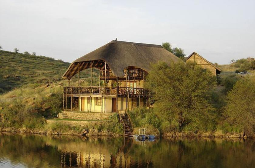 Lake oanob resort   rehoboth namibie   chalet slideshow