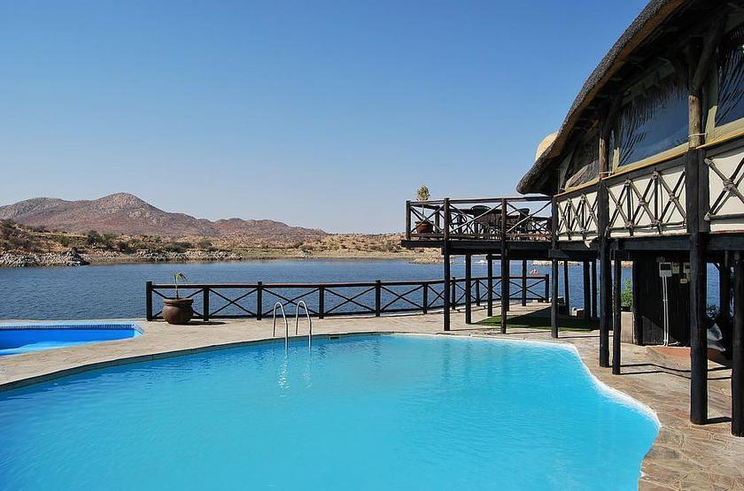 Lake oanob resort   rehoboth namibie   piscine 2 slideshow