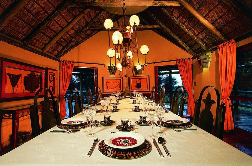Deception Valley Lodge, Botswana, dinning room