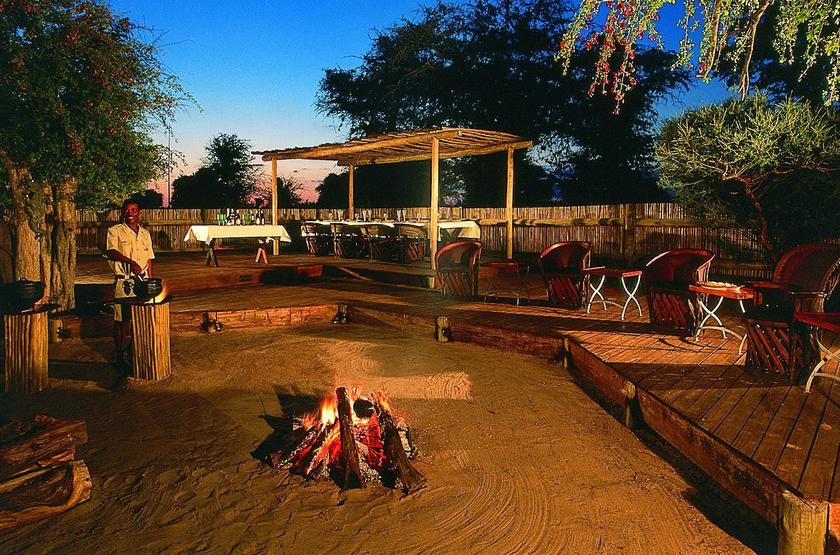 Deception Valley Lodge, Botswana, camp fire