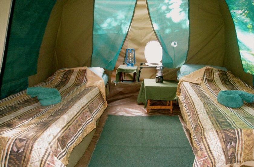 Kazuma Trails, Safari semi luxury, Botswana, intérieur tente