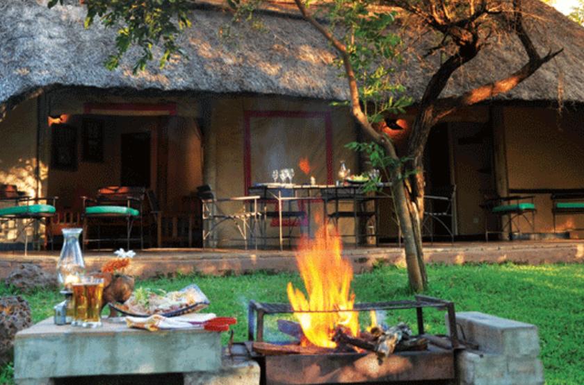 Lokothula Lodge, Victoria Falls, Zimbabwe, camp fire