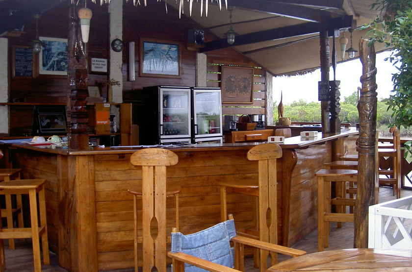 Baobab cafe morondova madagascar   bar slideshow