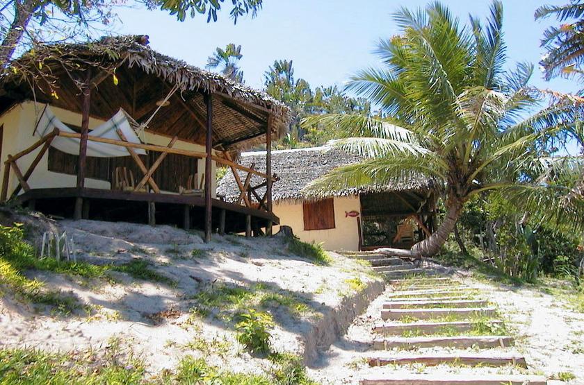 Bush house   ankanin ny nofy madagascar   escalier depuis la plage slideshow