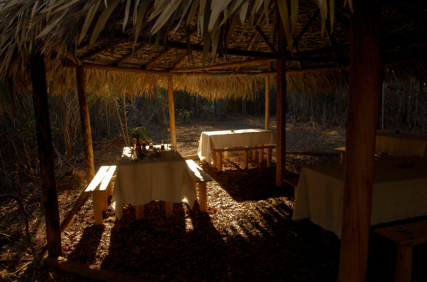 Camp amoureux morondova madagascar   restaurant slideshow