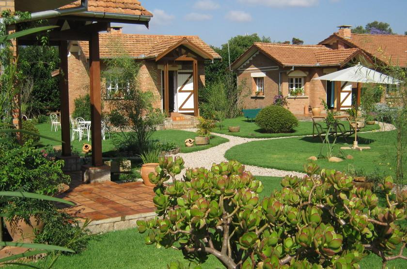 Couleur caf    antsirabe madagascar   bungalow et jardin slideshow