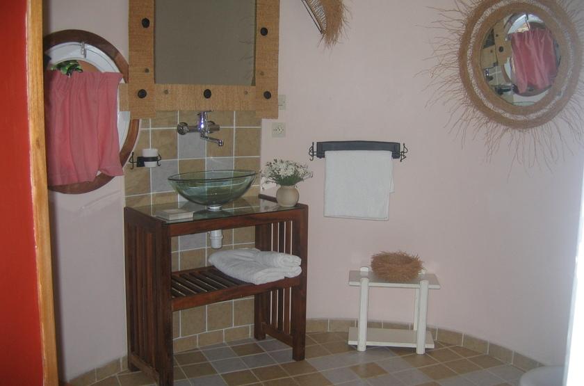 Couleur Café, Antsirabe, Madagascar, salle de bains