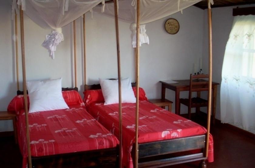 Relais de l ankarana   ambilobe   madagascar   chalet interieur slideshow