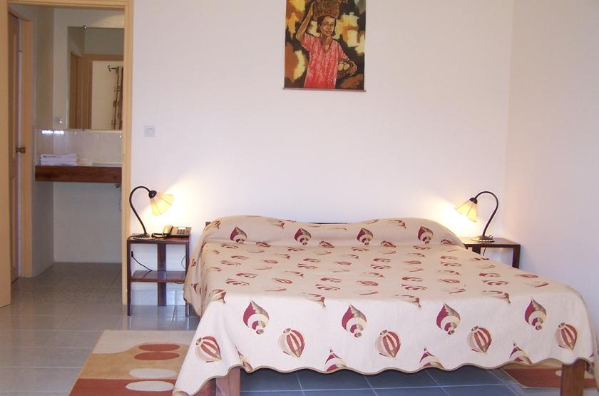 Relais des plateaux   antananarivo   madagascar   chambre double slideshow