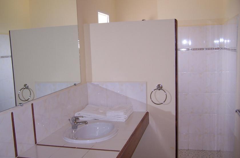Relais des plateaux   antananarivo   madagascar   salle de bain slideshow