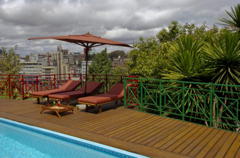 Royal palissandre   antananarivo   imadagascar   terrasse et piscine slideshow