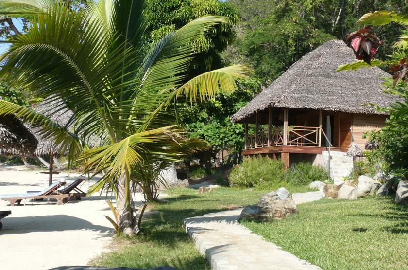 Tsara Komba, île de Nosy Komba, Madagascar, bungalow