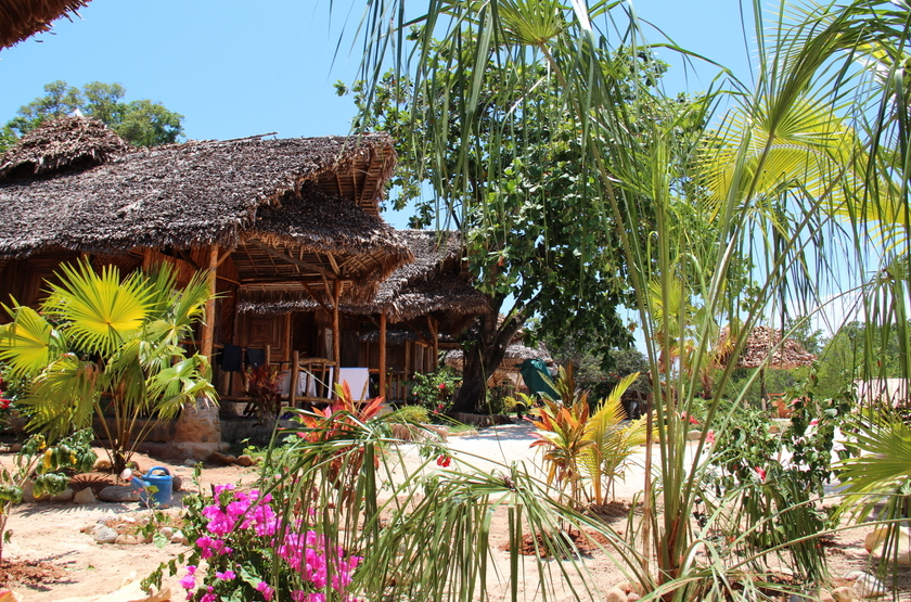 Zahir lodge   nosy be   madagascar   chalet et jardin slideshow
