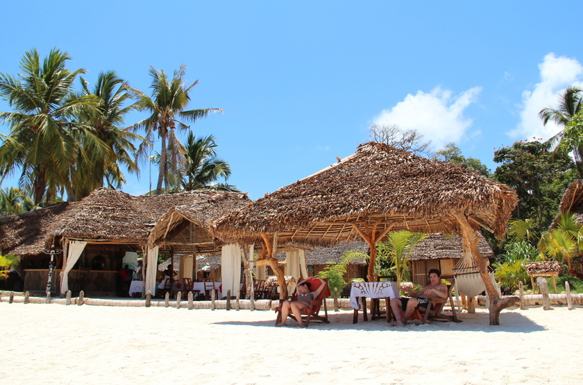 Zahir lodge   nosy be   madagascar   gazebo sur la plage slideshow