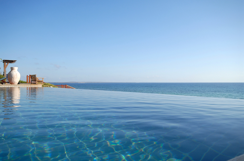 Pemba beach rimflow pool slideshow