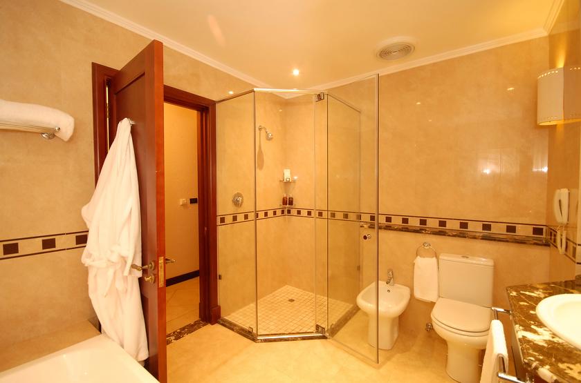 Pemba beach courtyard suite bathroom 7  slideshow