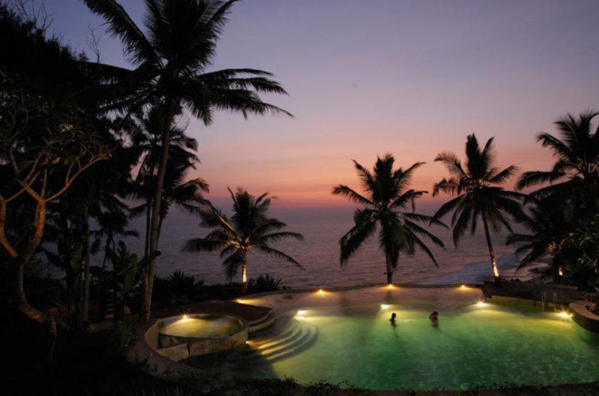 Surya samudra beach   kovalam   piscine de nuit slideshow