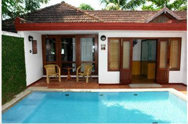 Coconut lagoon hotel   kumarakom   private villa listing