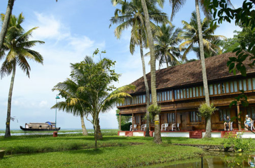 Coconut lagoon hotel   kumarakom   main area slideshow