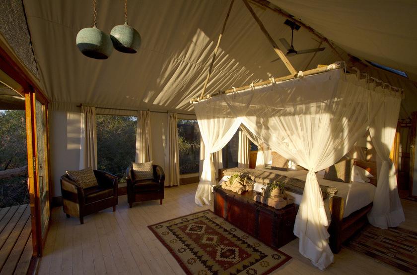 Little Tubu, concession de Jao, Okavango, Botswana, intérieur tente