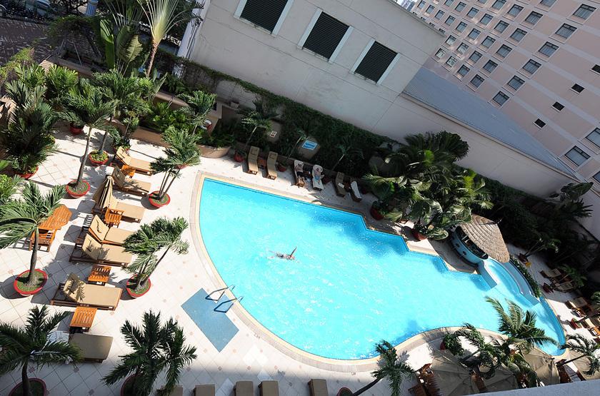 Caravelle hotel   vietnam ho chi minh   piscine slideshow