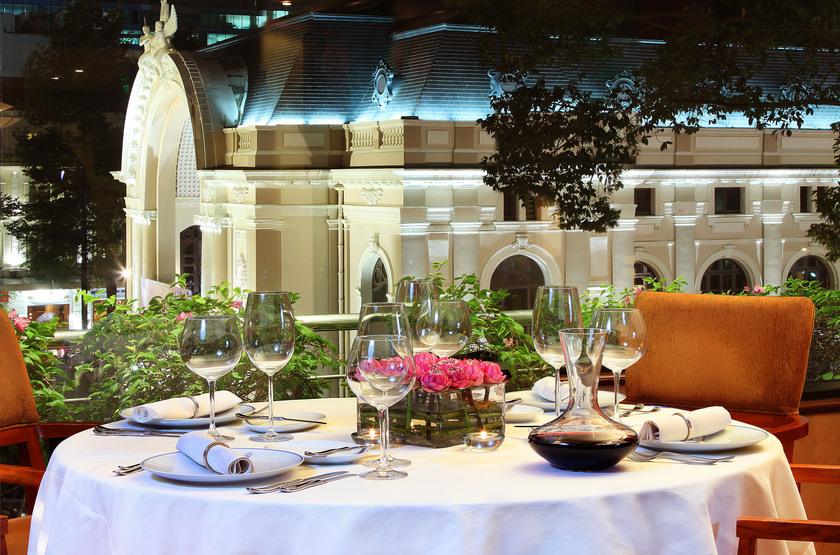 Caravelle Hotel, Ho Chi Minh, Vietnam, dîner dans les jarins