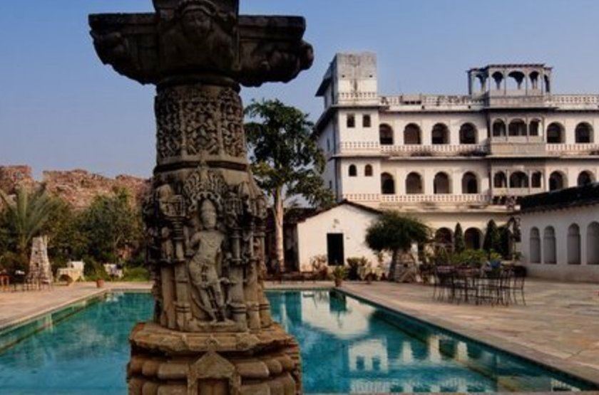 Castle bijaipur piscine slideshow