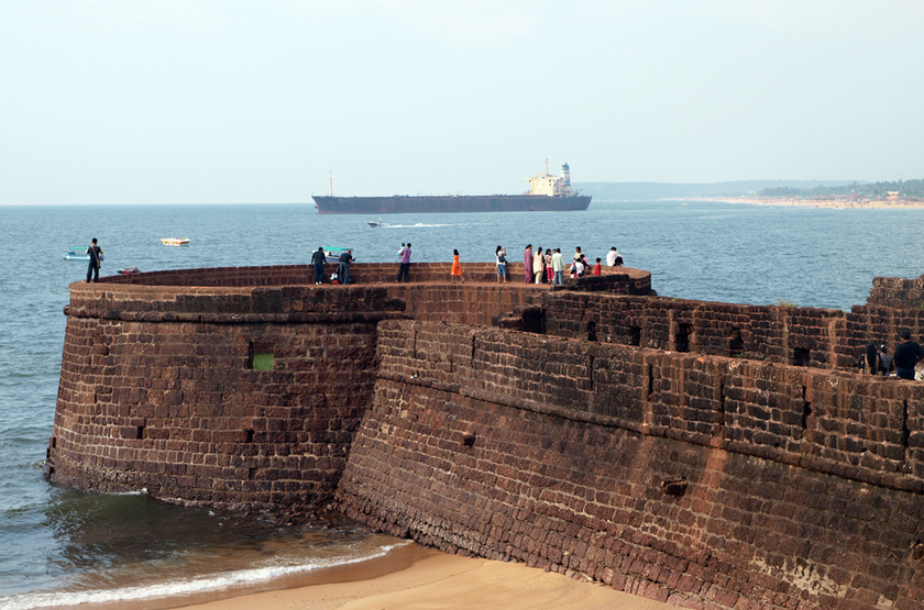 Fort aguada goa beach slideshow