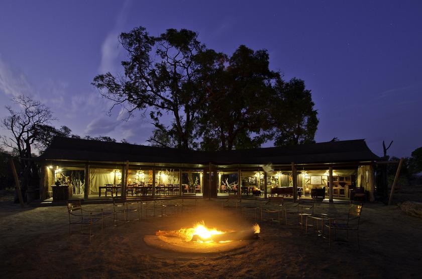 Davison's Camp, Parc Hwange, Zimbabwe, camp fire