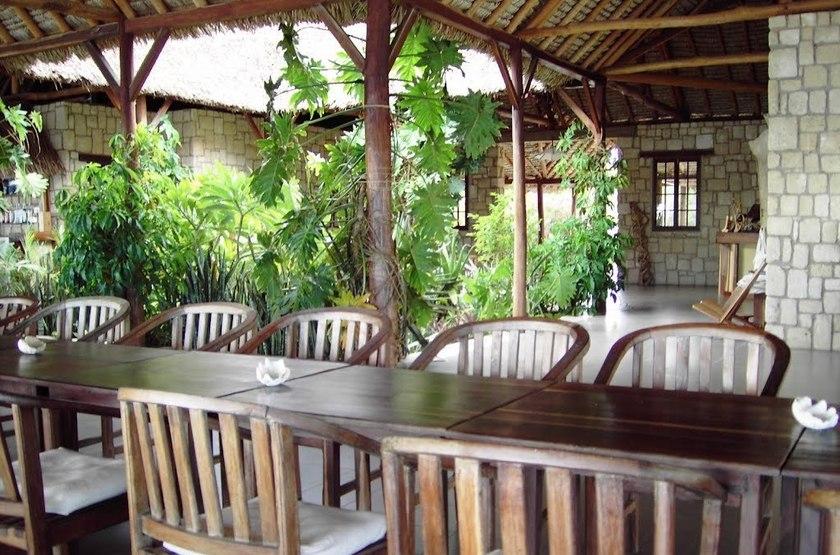 Paradisier, lagon d'Ifaty, Madagascar, restaurant