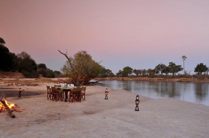 Chundu Island, Parc de Zambezi, Zimbabwe, dîner