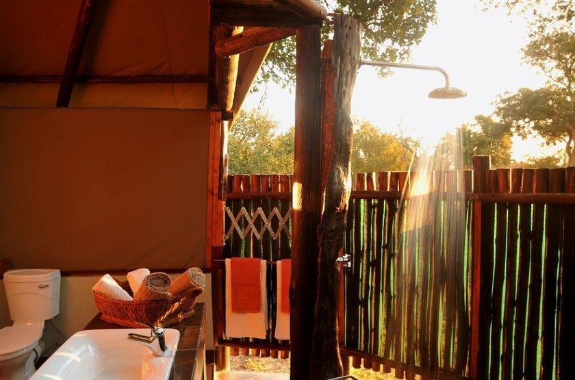 Chundu Island, Parc de Zambezi, Zimbabwe, salle de bains