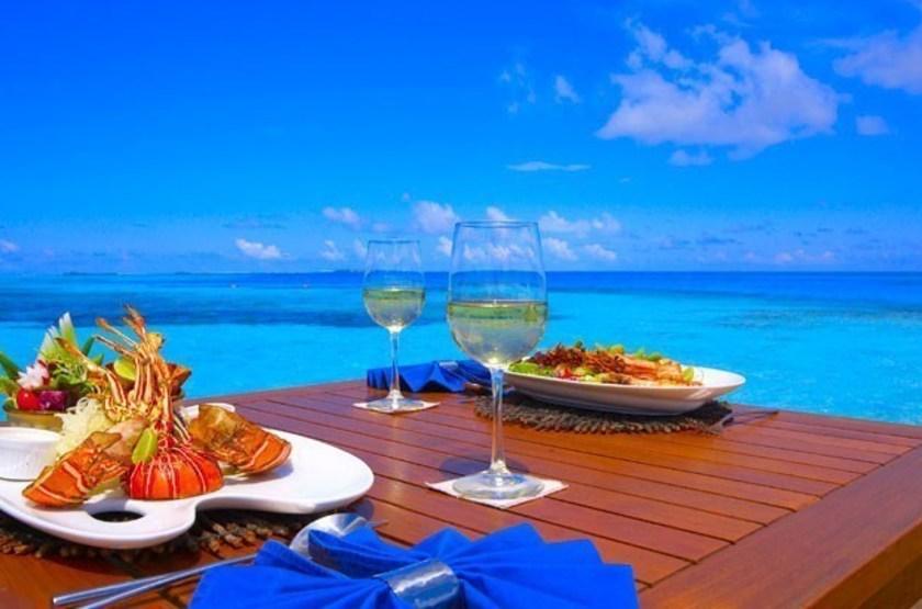Medhufushi Island Resort, Meemu Atoll, Maldives, restaurant