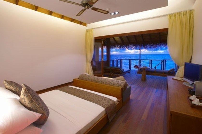Medhufushi Island Resort, Meemu Atoll, Maldives, bungalow