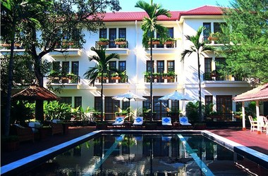 Savoy yangon   piscine listing