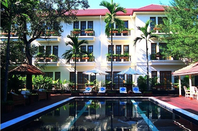 Savoy yangon   piscine slideshow