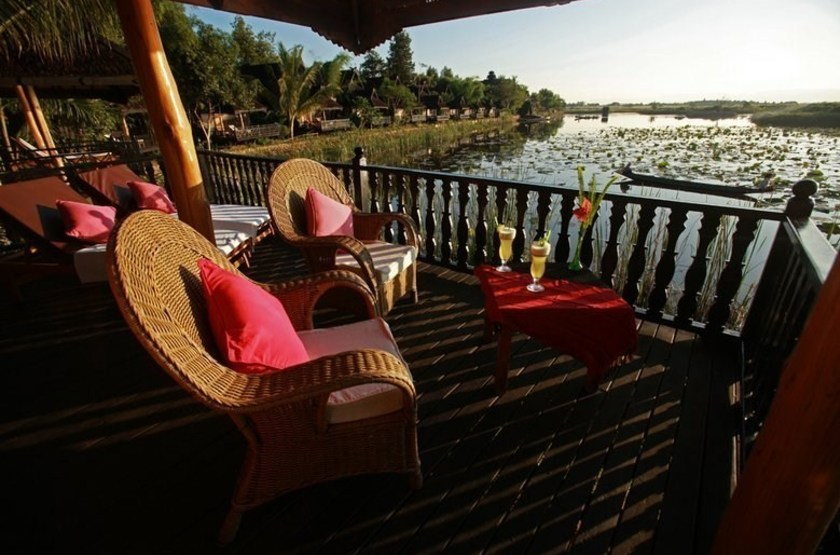 Inle princess resort   lac inle   terrasse slideshow