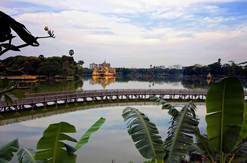 Kandawgyi Palace Yangon, Birmanie, vue sur le lac