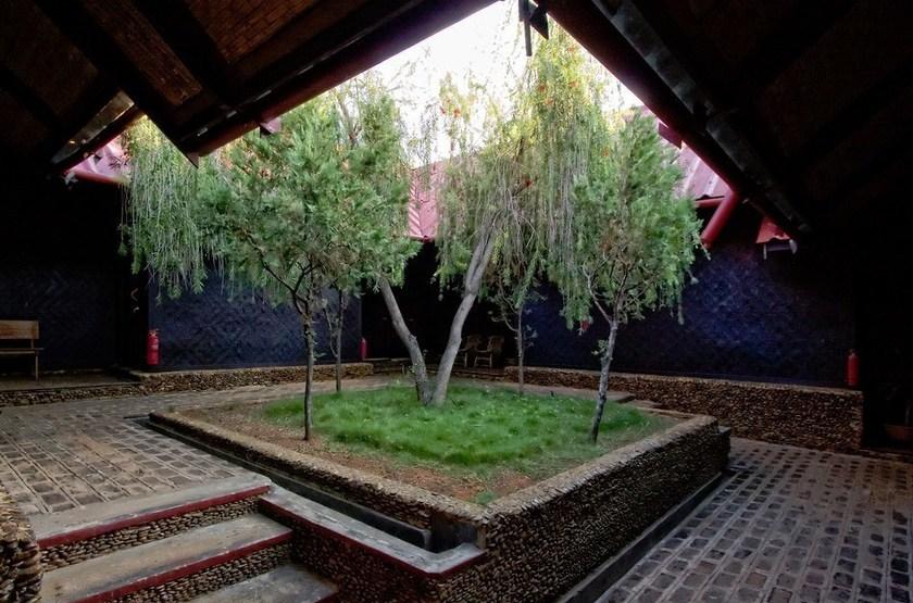 Pindaya Inle Inn, Lac Inle, Birmanie, jardin intérieur