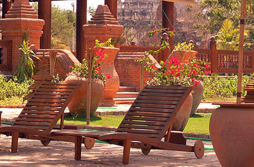 The Hotel & Tharabar Gate, Bagan, Birmanie, jardin