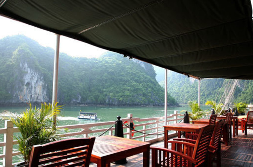 Jonque Pelican, Baie d'Halong, Vietnam, pont terrasse